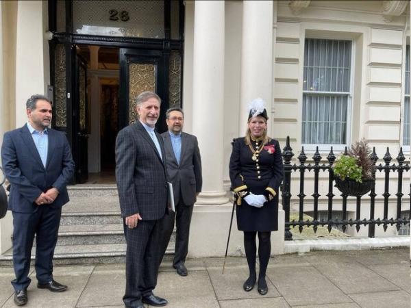 سفیر ایران استوارنامه خود را به رئیس کشور بریتانیا تحویل داد
